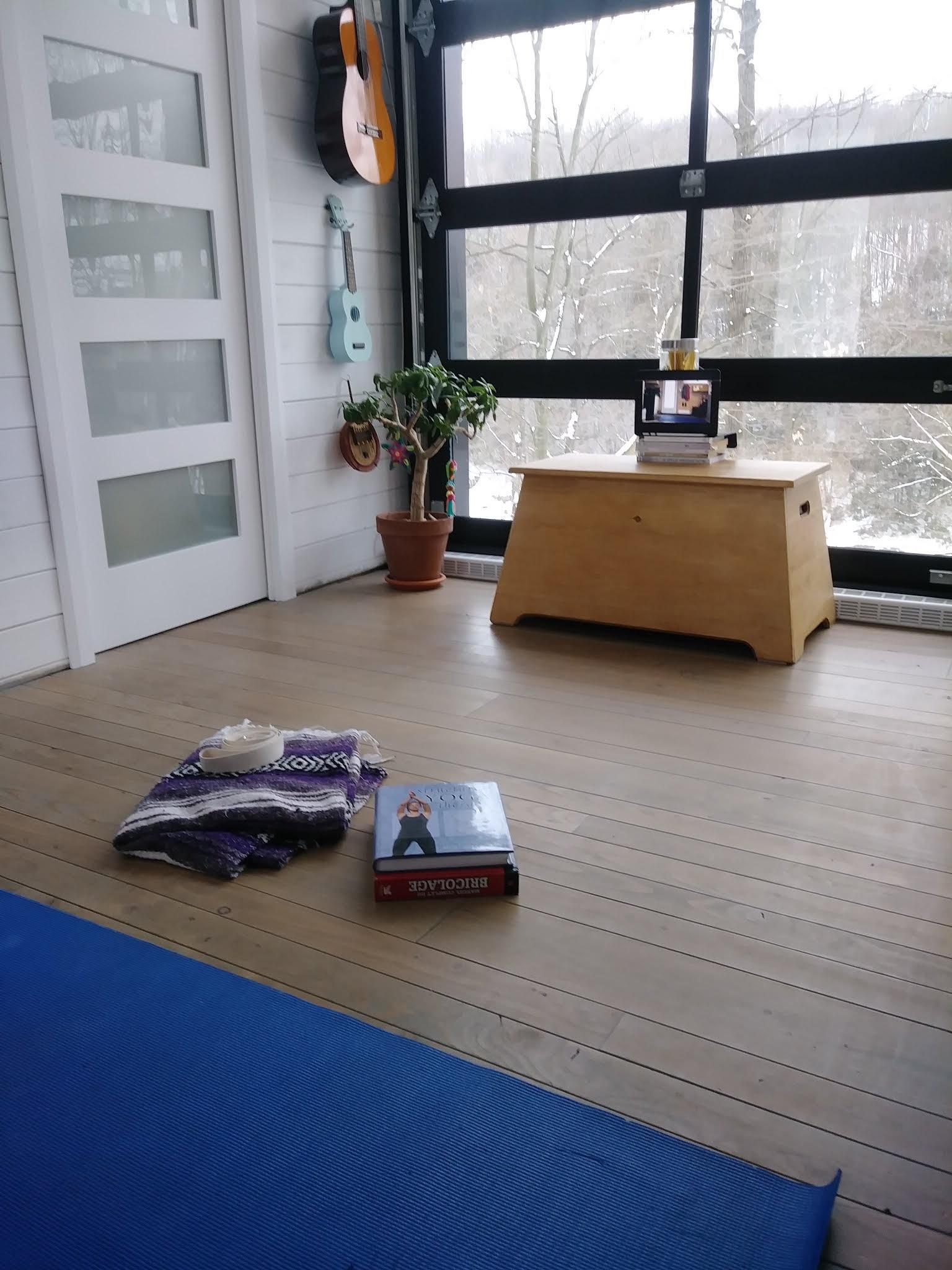 S'installer pour un cours de yoga de la maison
